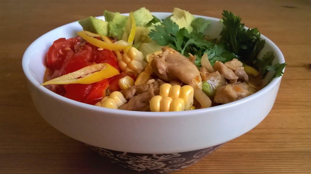Guiso mexicano con patata y pollo