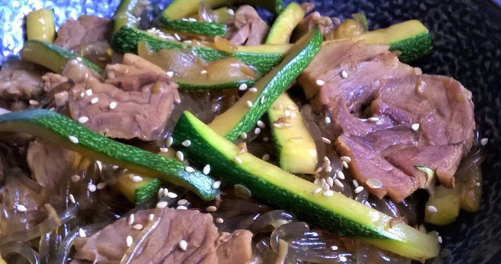 Fideos de batata con cerdo en salsa de ostras