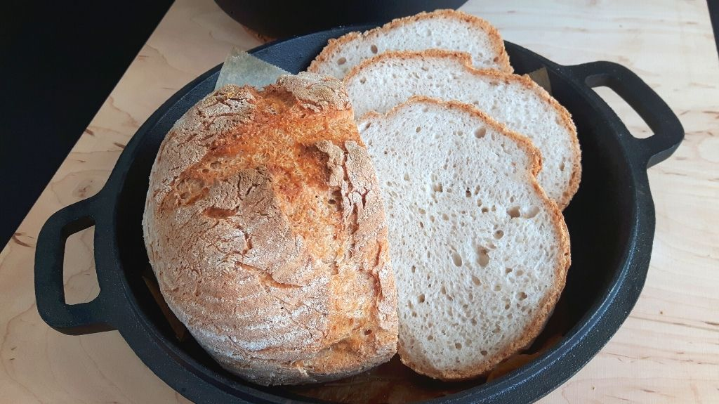 Pan sin gluten en olla de hierro